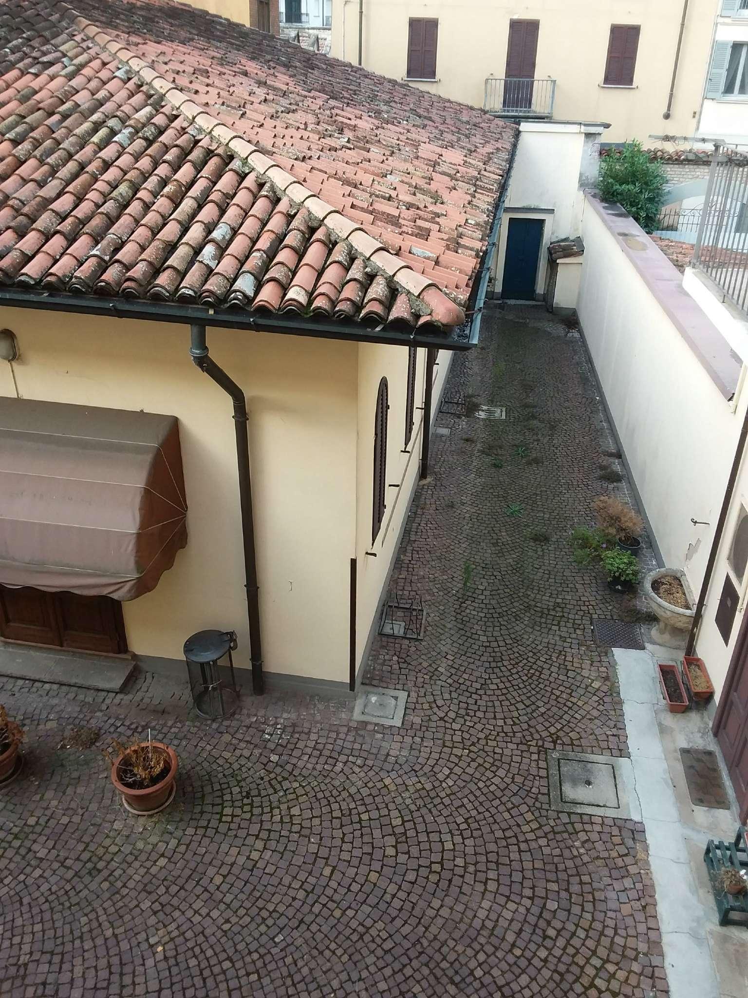 Palazzo / Stabile in vendita a Lodi, 20 locali, prezzo € 1.260.000 | CambioCasa.it