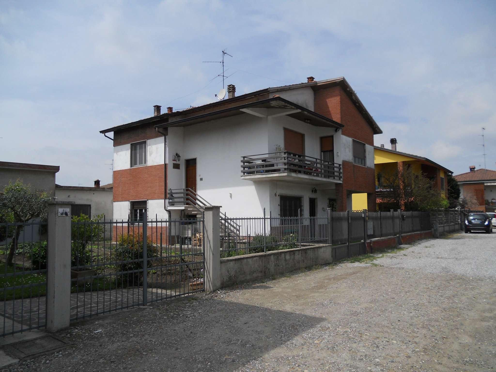 Soluzione Indipendente in vendita a Borghetto Lodigiano, 10 locali, prezzo € 250.000 | CambioCasa.it