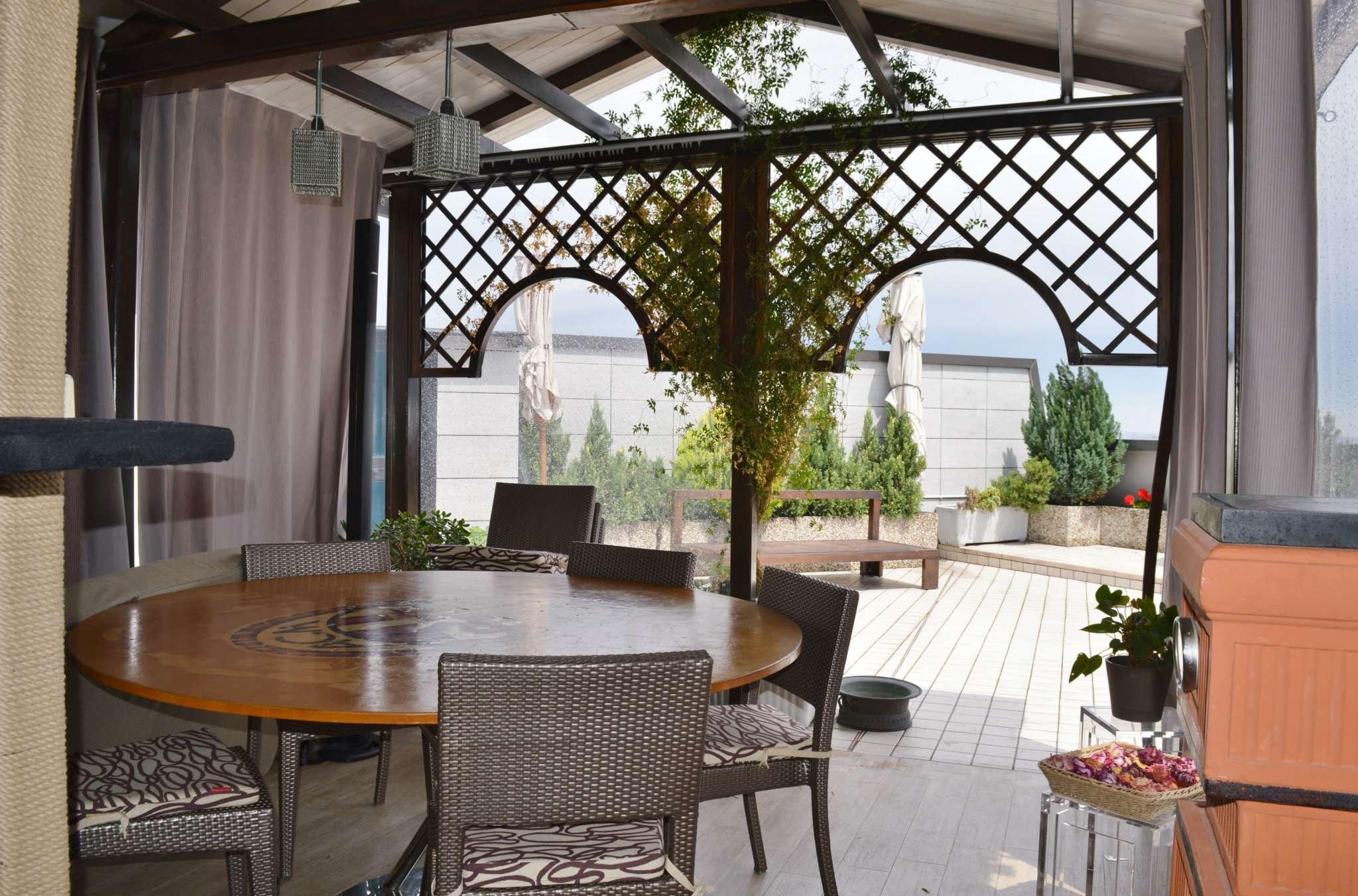 Appartamento in vendita a Pero, 6 locali, prezzo € 750.000 | CambioCasa.it