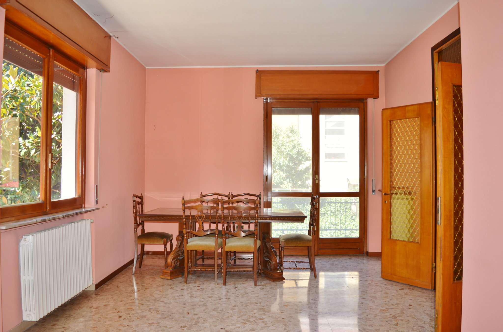 Appartamento in vendita a Pero, 5 locali, prezzo € 350.000 | CambioCasa.it