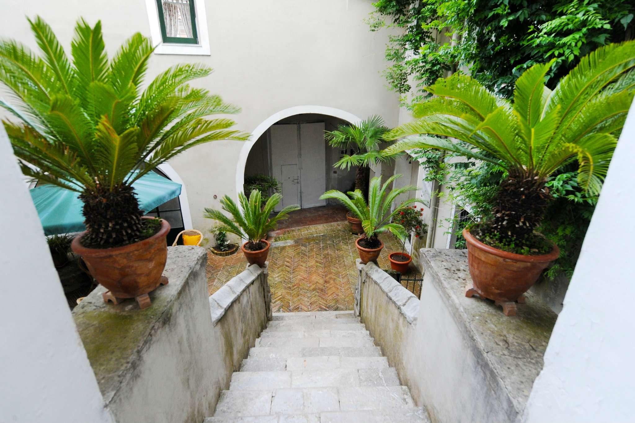 Palazzo / Stabile in vendita a Giffoni Sei Casali, 6 locali, prezzo € 570.000   CambioCasa.it