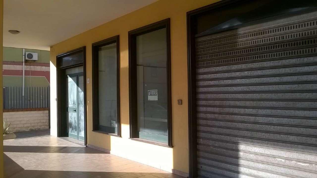 Negozio / Locale in affitto a San Valentino Torio, 2 locali, prezzo € 800 | CambioCasa.it