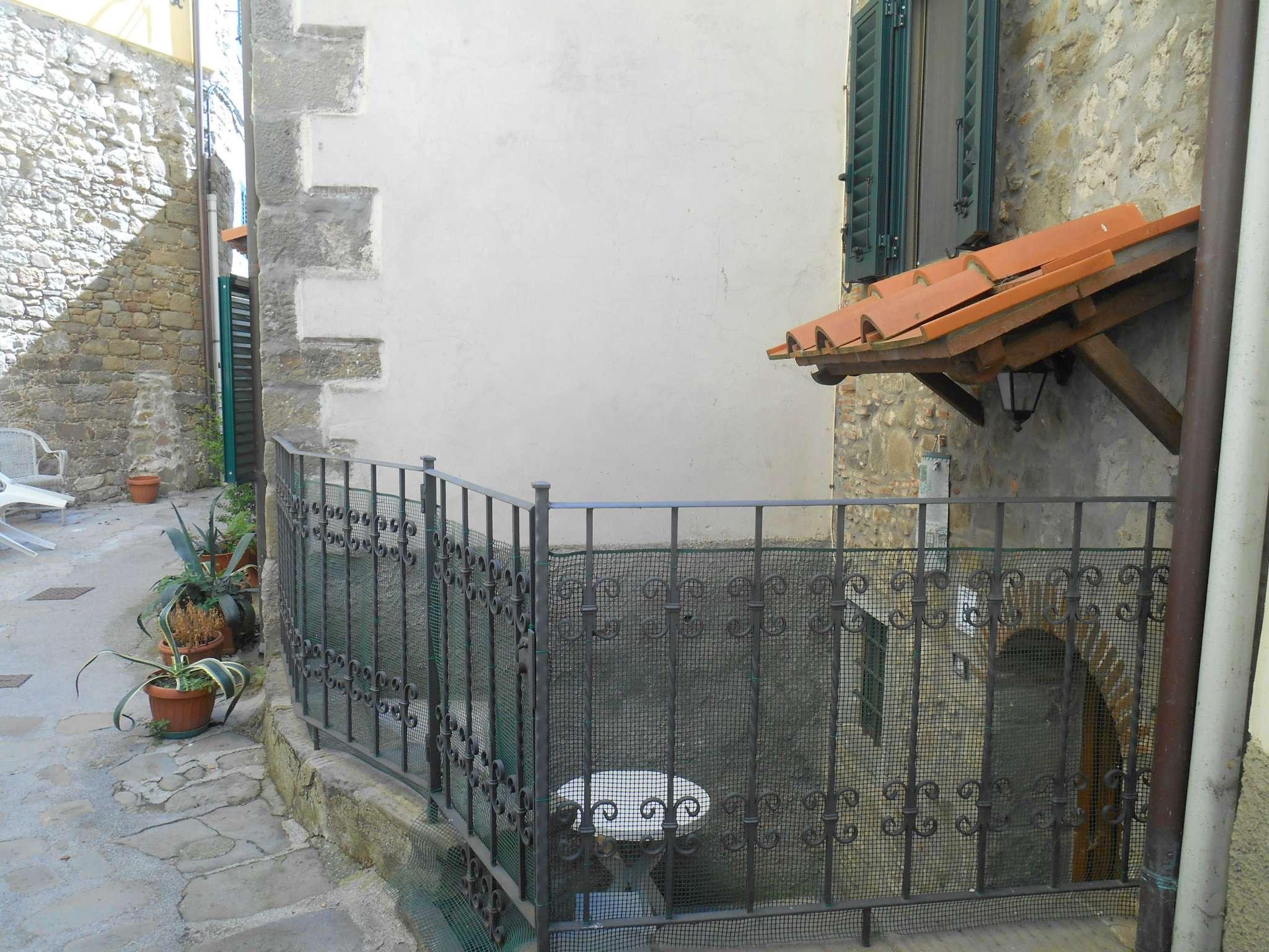 Palazzo / Stabile in vendita a Bagni di Lucca, 7 locali, prezzo € 60.000 | CambioCasa.it