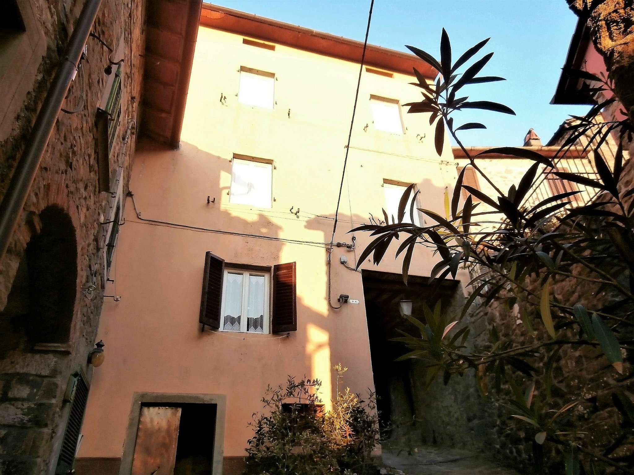 Palazzo / Stabile in vendita a Bagni di Lucca, 7 locali, prezzo € 75.000 | CambioCasa.it