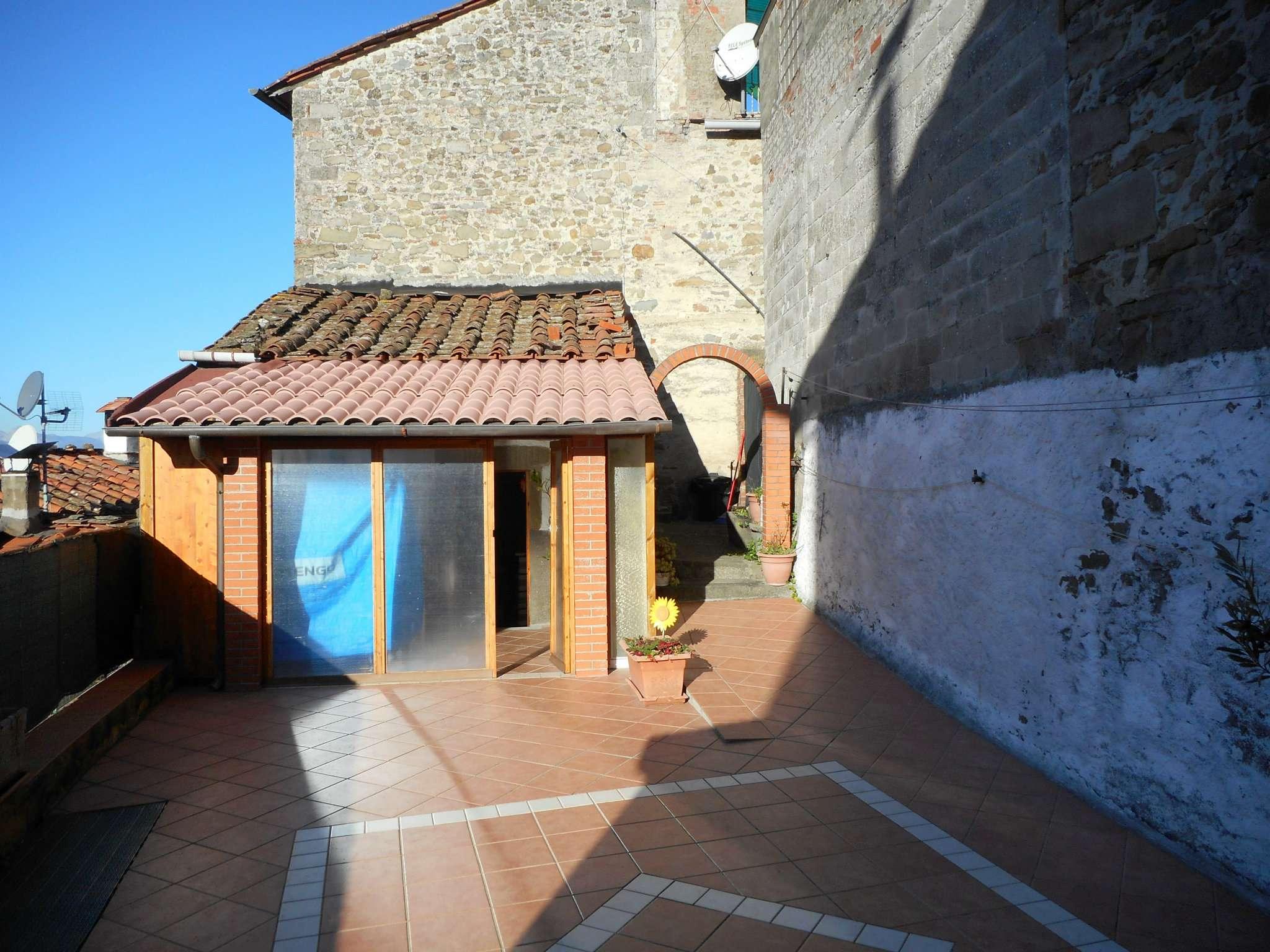 Palazzo / Stabile in vendita a Bagni di Lucca, 13 locali, prezzo € 150.000 | CambioCasa.it