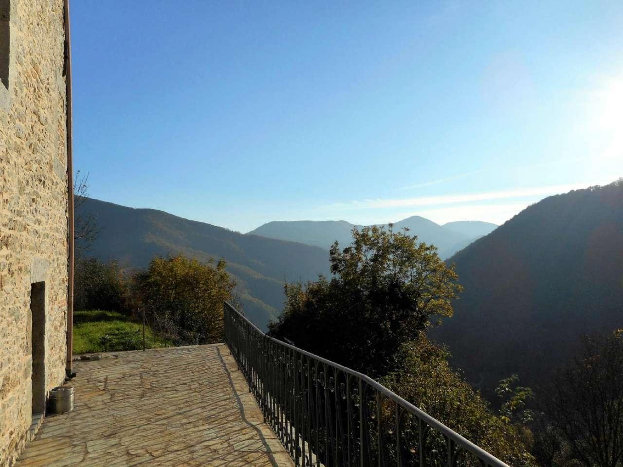 Rustico / Casale in vendita a Borgo a Mozzano, 7 locali, prezzo € 165.000 | CambioCasa.it
