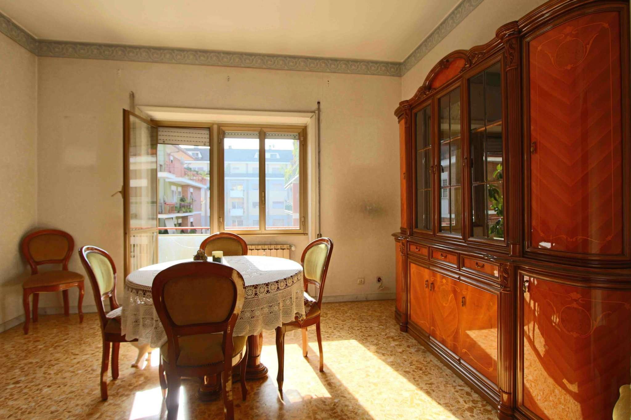 Appartamento in vendita 2 vani 65 mq.  via Val di Sangro Roma
