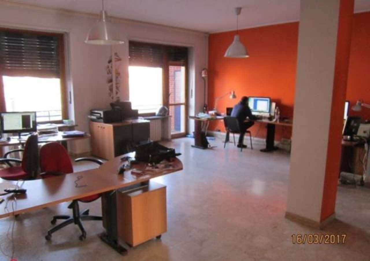 Ufficio / Studio in affitto a Moncalieri, 3 locali, prezzo € 700 | Cambio Casa.it