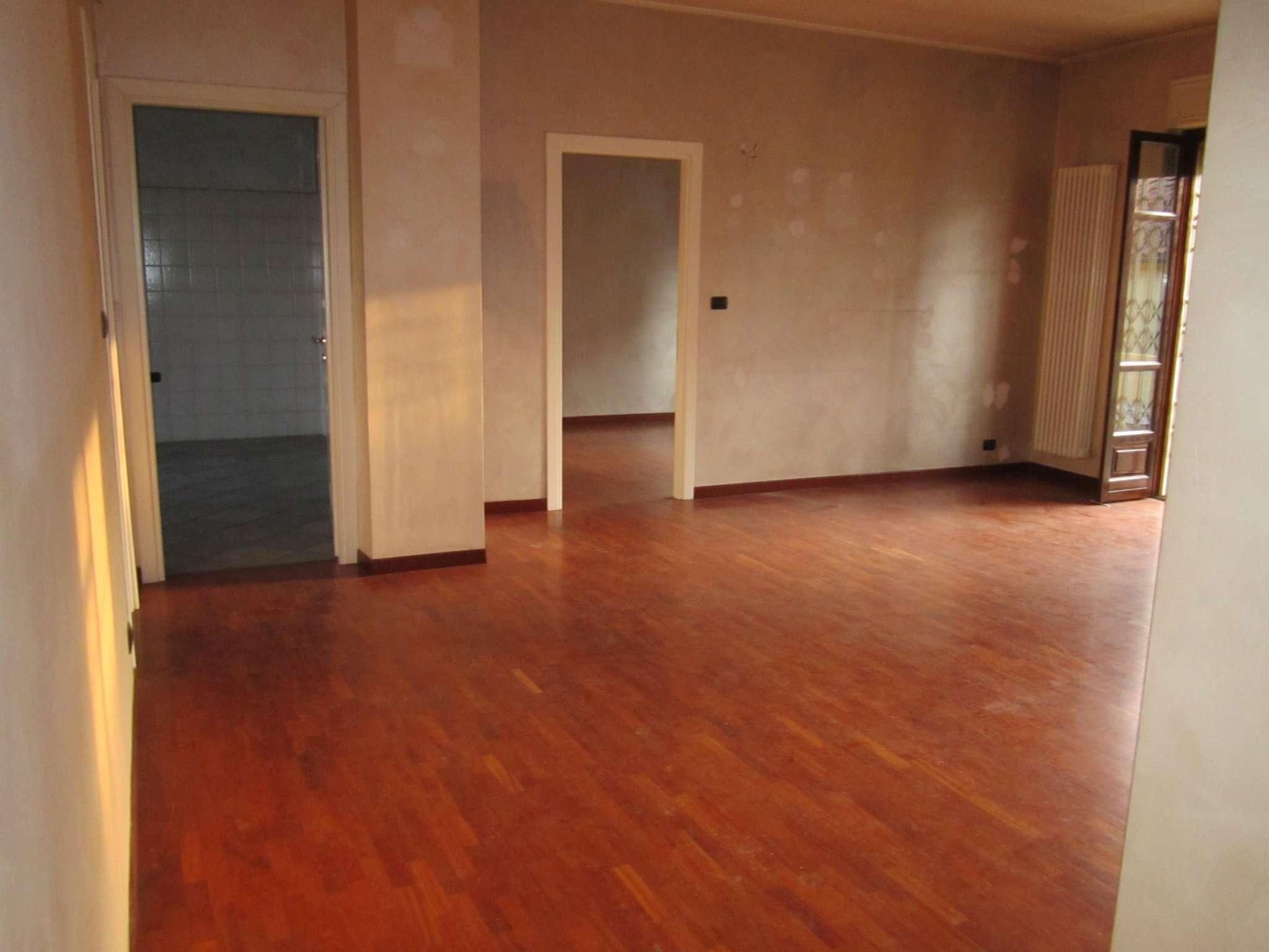 Appartamento in affitto a Moncalieri, 4 locali, prezzo € 480 | CambioCasa.it