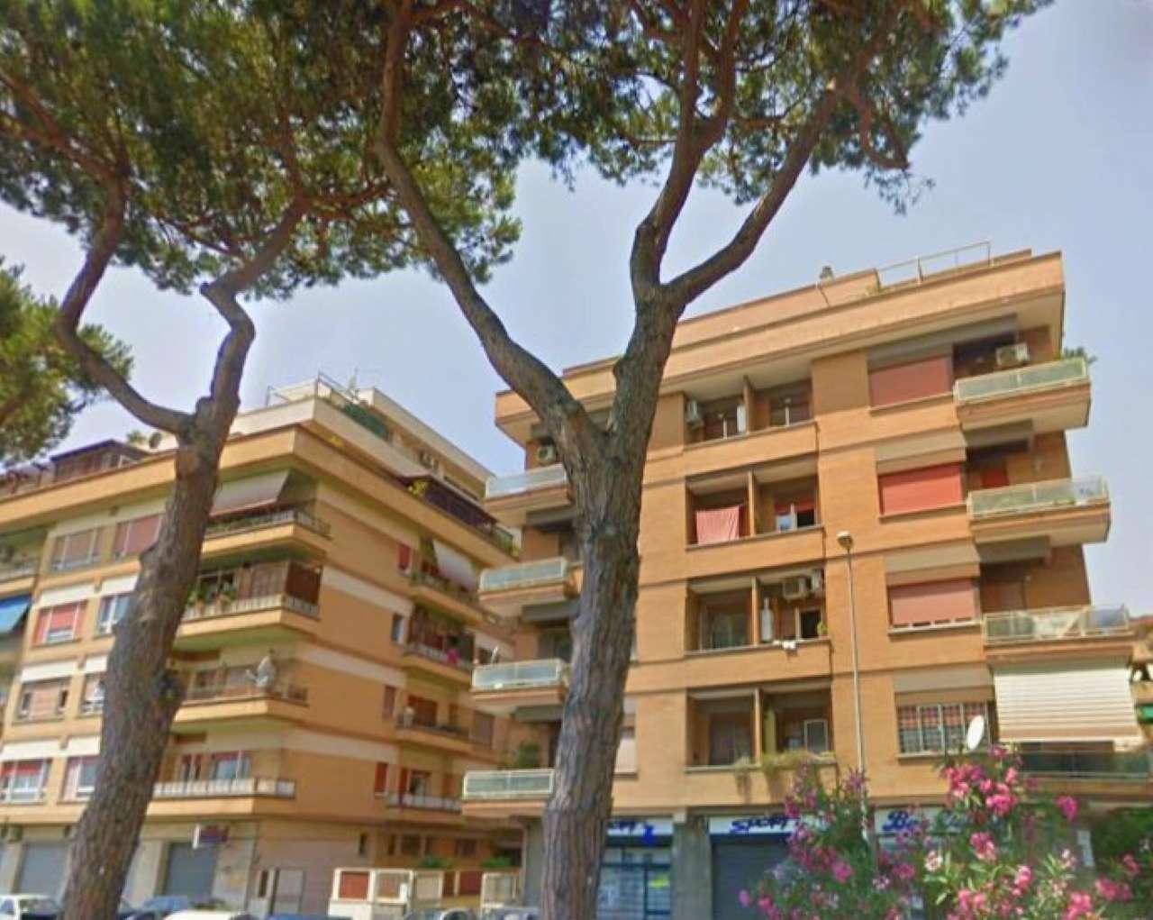 Appartamento in vendita 6 vani 125 mq.  viale dei Romagnoli Roma