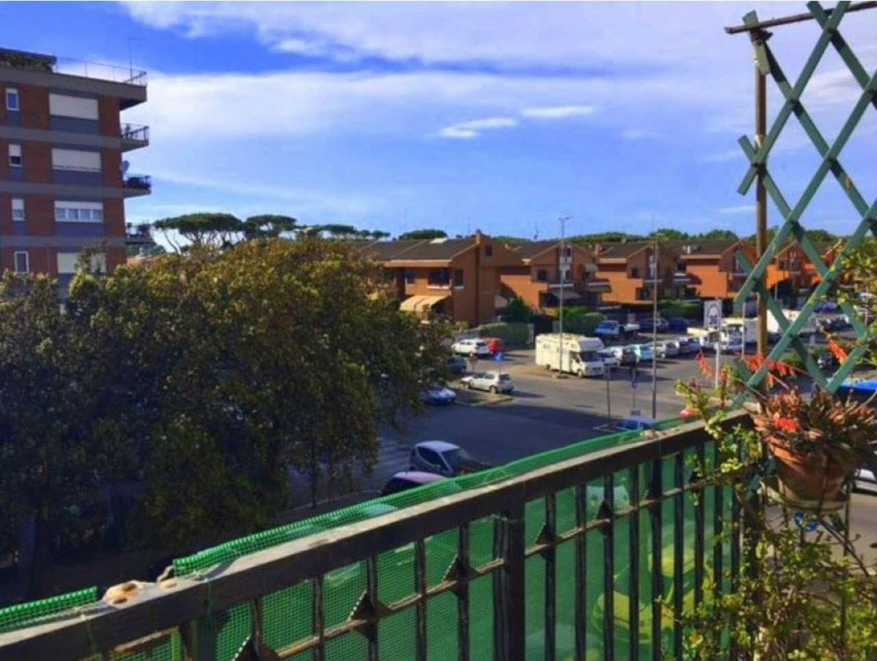 Appartamento in vendita 4 vani 120 mq.  viale giuseppe genoese zerbi Roma