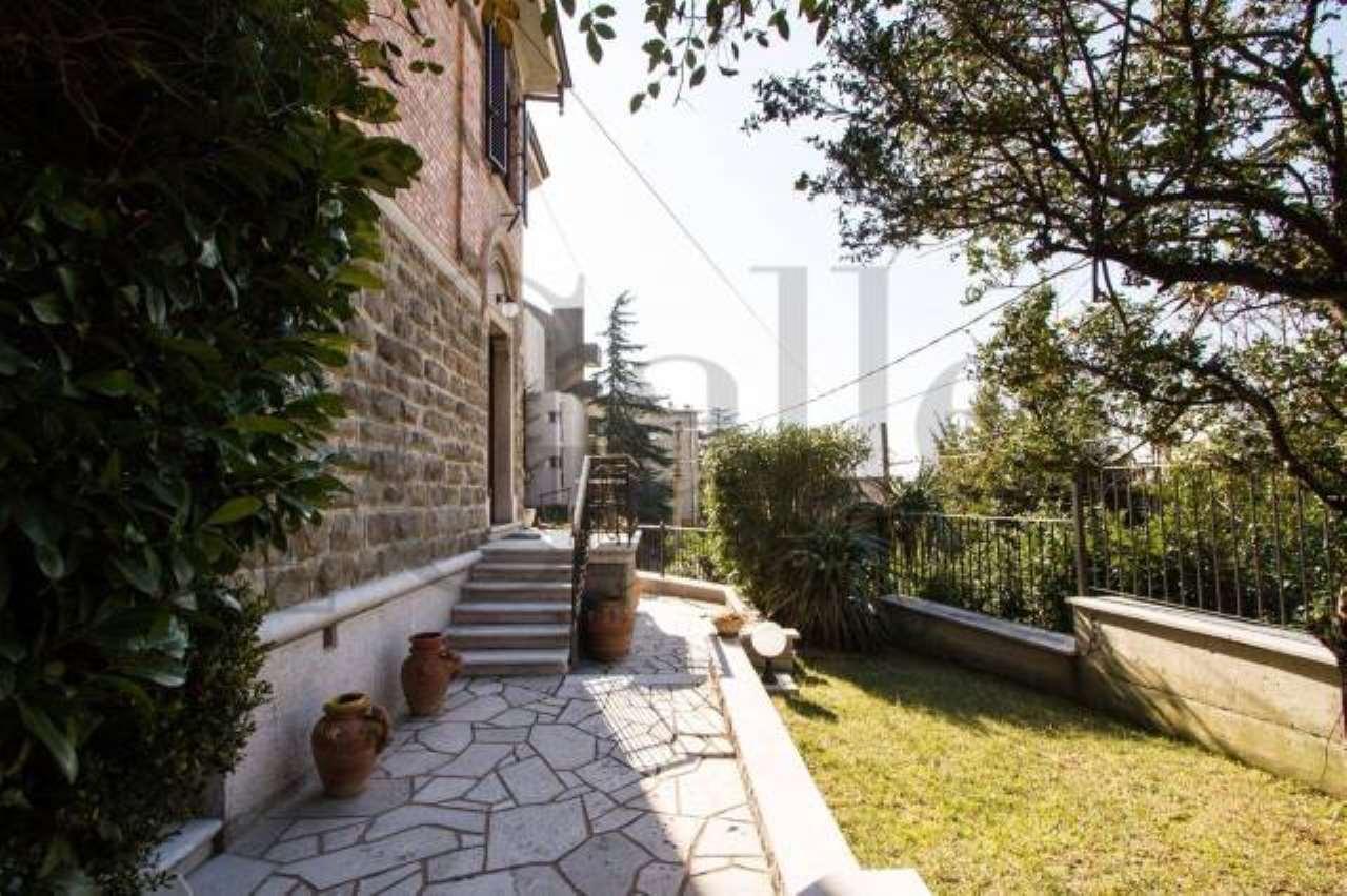 Villa 6 locali in vendita a Trieste (TS)