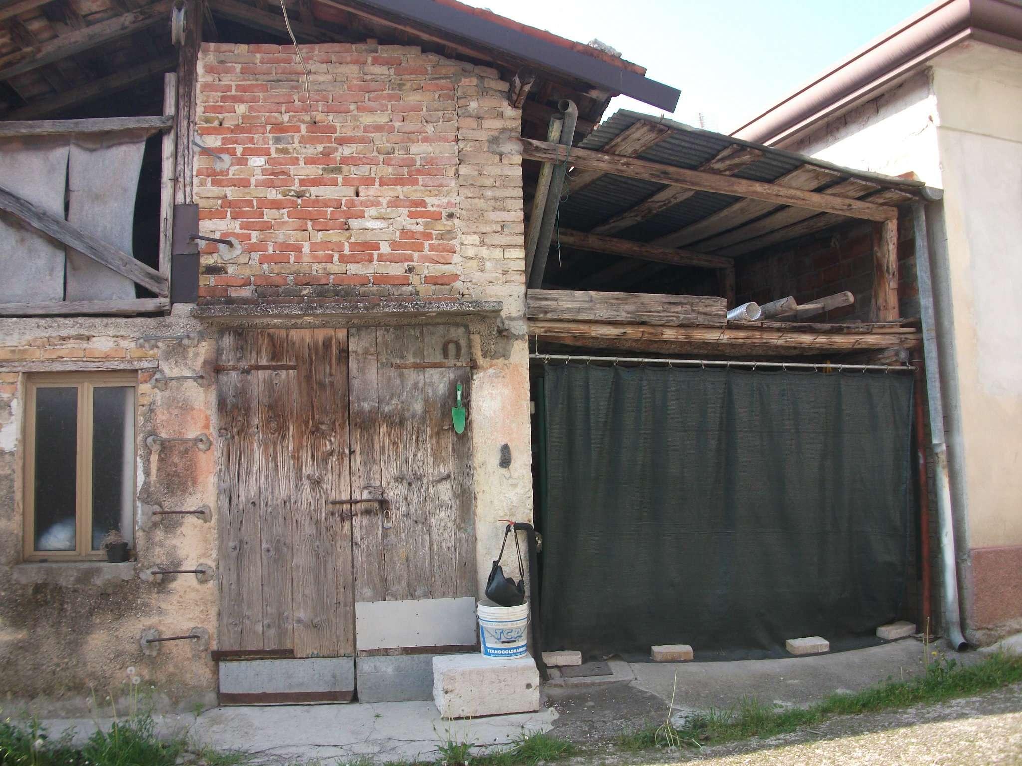 Rustico / Casale in vendita a Caneva, 3 locali, prezzo € 45.000 | CambioCasa.it