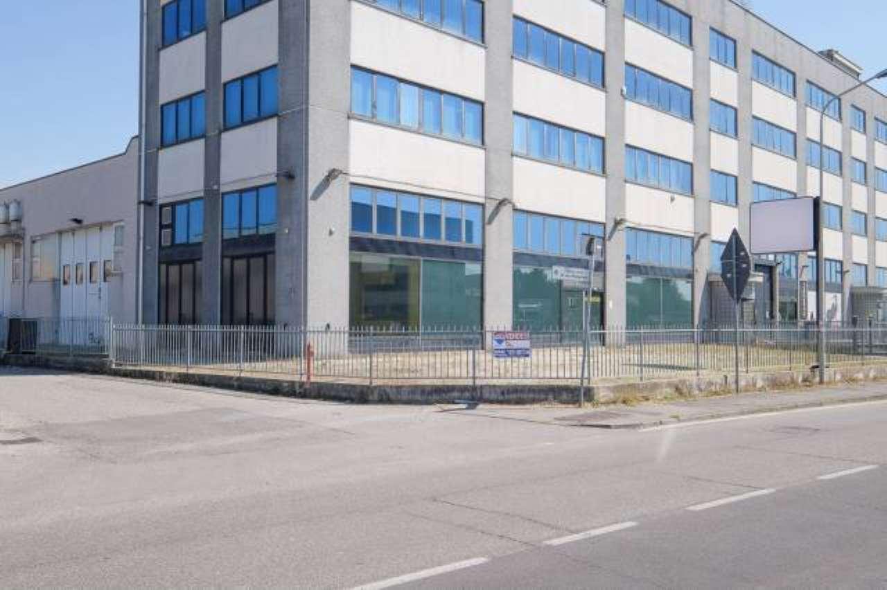 Negozio / Locale in vendita a Cornate d'Adda, 9999 locali, prezzo € 410.000 | CambioCasa.it