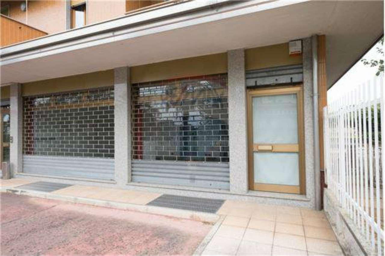 Negozio / Locale in affitto a Suisio, 2 locali, prezzo € 800 | CambioCasa.it