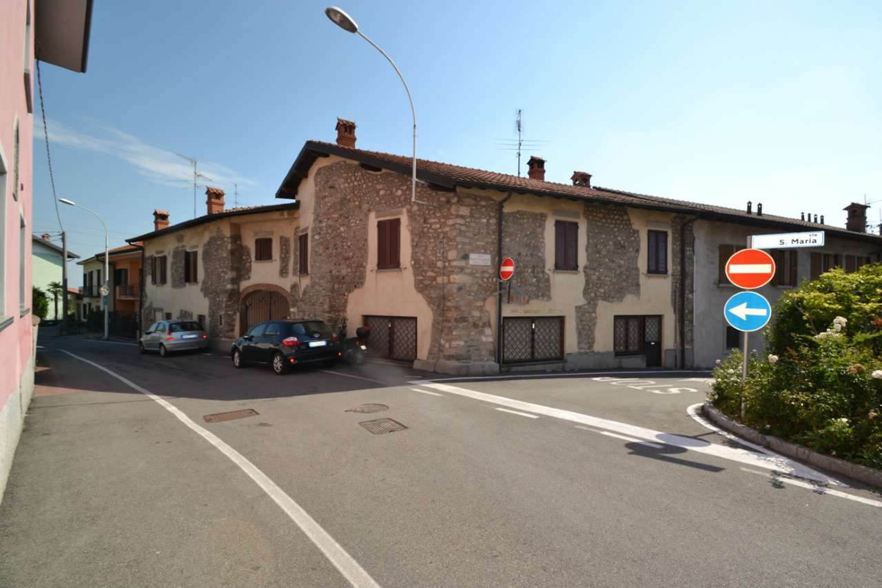 Laboratorio in affitto a Calusco d'Adda, 4 locali, prezzo € 750 | CambioCasa.it