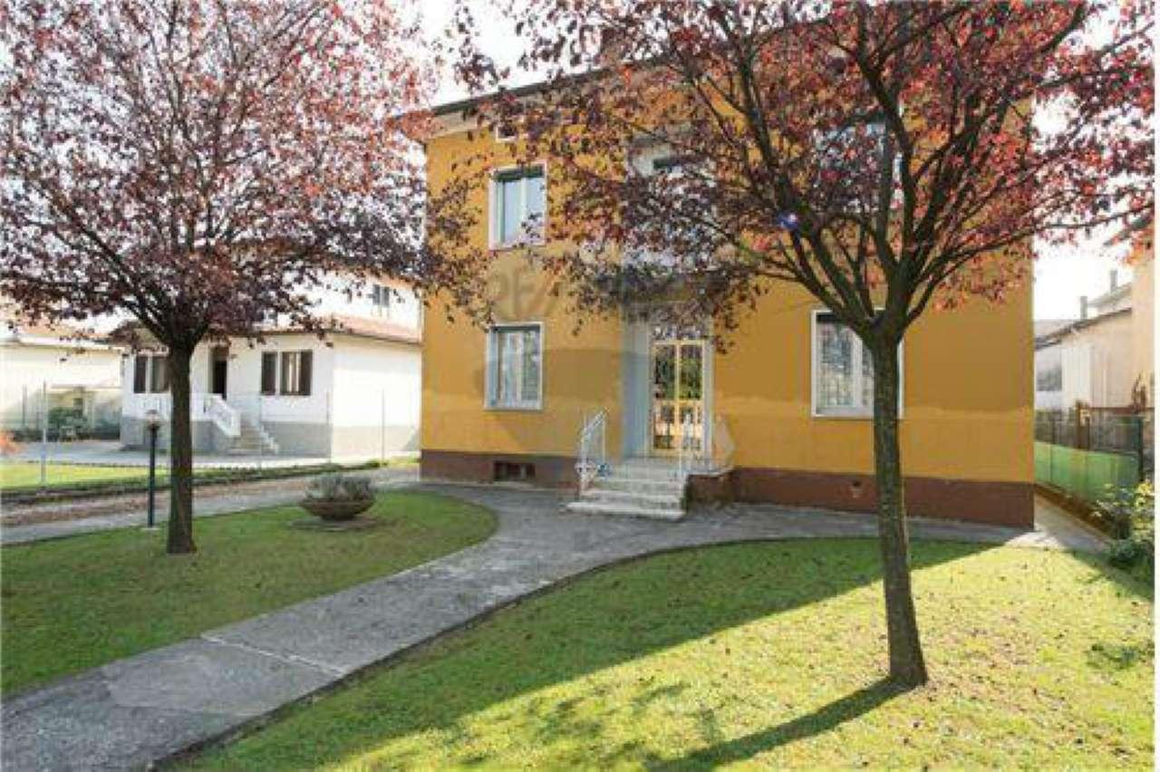 Villa in vendita a Dalmine, 6 locali, prezzo € 299.000   CambioCasa.it