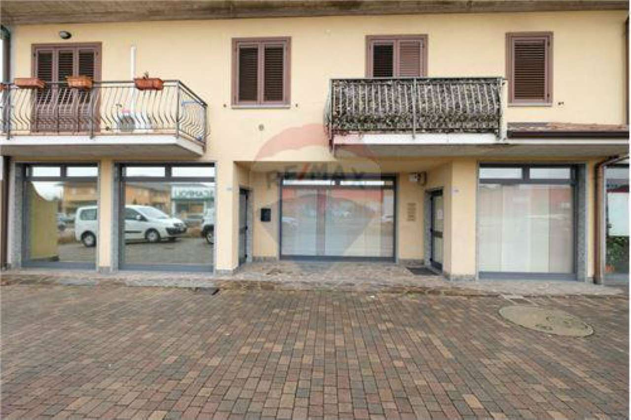 Negozio / Locale in affitto a Calusco d'Adda, 6 locali, prezzo € 23.000   CambioCasa.it