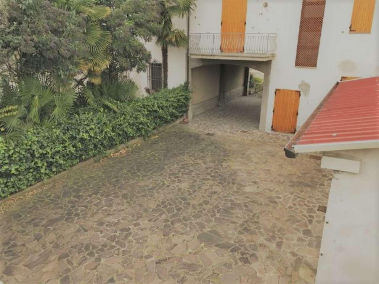 Soluzione Indipendente in vendita a Cesena, 12 locali, prezzo € 350.000 | CambioCasa.it