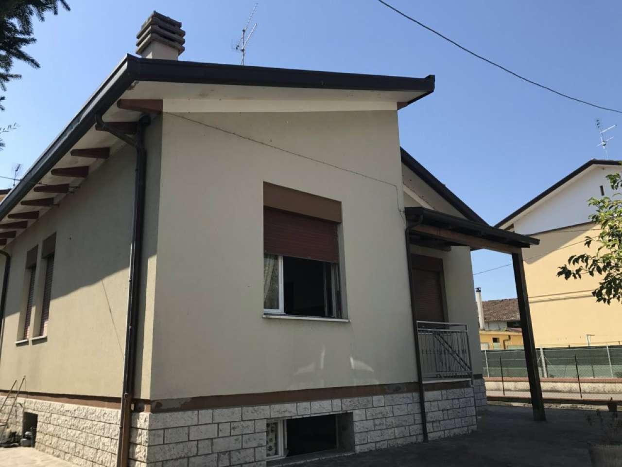 Soluzione Indipendente in vendita a Cesena, 9 locali, prezzo € 250.000   CambioCasa.it