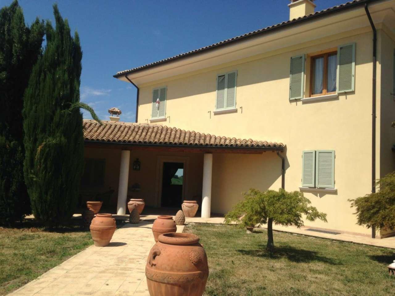 Villa in vendita a Cesena, 15 locali, Trattative riservate | CambioCasa.it