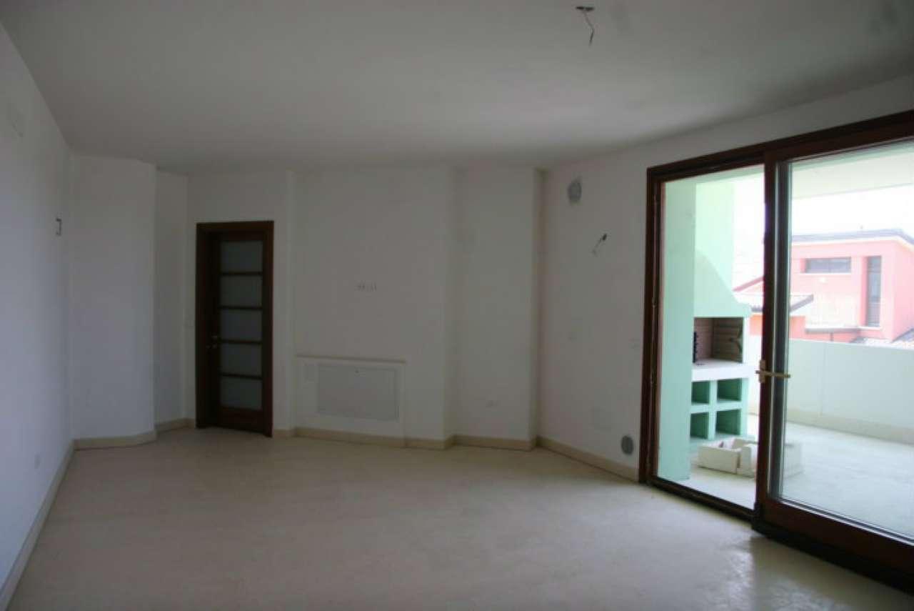 Appartamento in vendita a Cesena, 6 locali, prezzo € 260.000 | CambioCasa.it