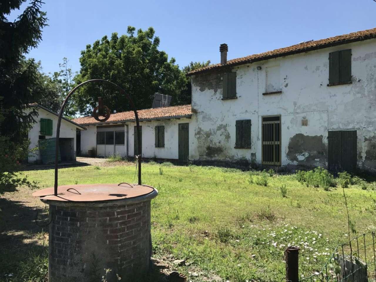 Soluzione Indipendente in vendita a Cesena, 8 locali, Trattative riservate   CambioCasa.it