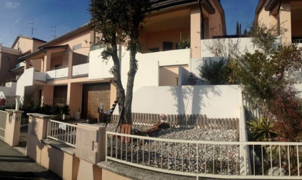 Palazzo / Stabile in vendita a Cesena, 7 locali, prezzo € 330.000   CambioCasa.it