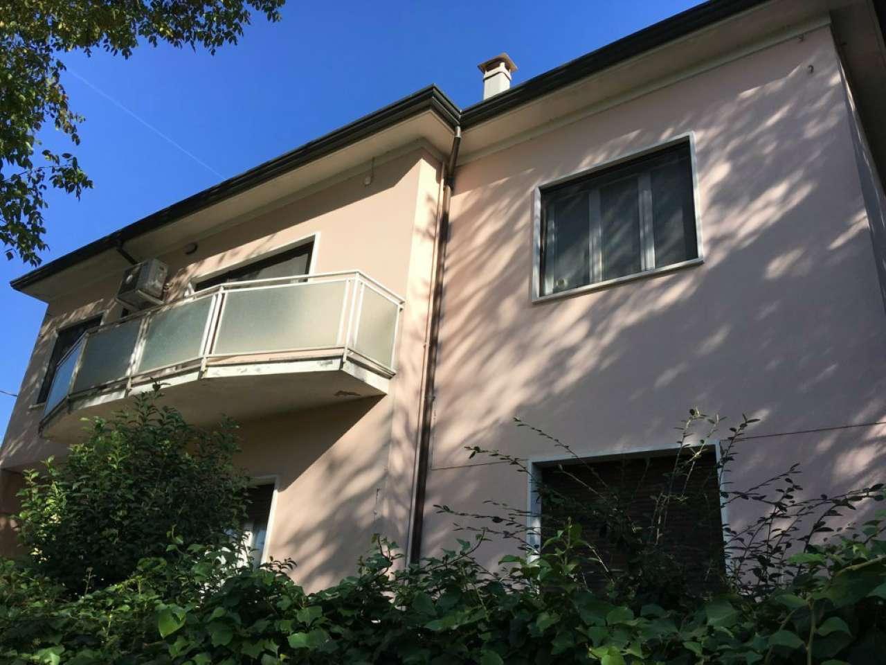 Soluzione Semindipendente in vendita a Cesena, 7 locali, prezzo € 270.000   CambioCasa.it