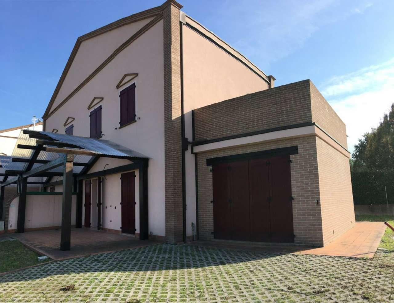 Palazzo / Stabile in vendita a Bertinoro, 6 locali, prezzo € 220.000 | CambioCasa.it