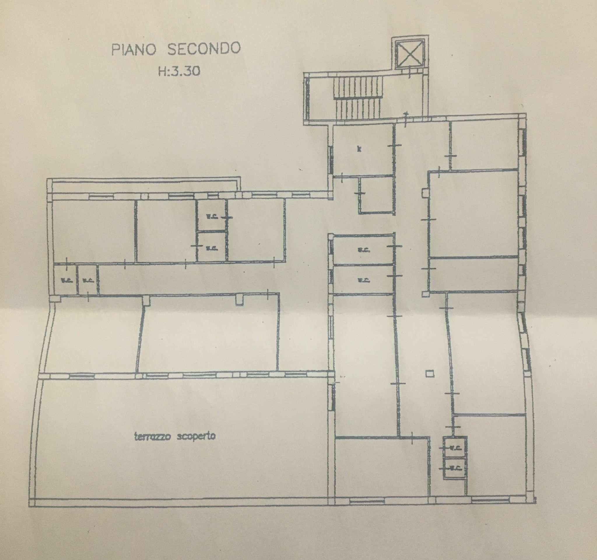 Appartamento in vendita 14 vani 500 mq.  via PISCIARELLI Napoli