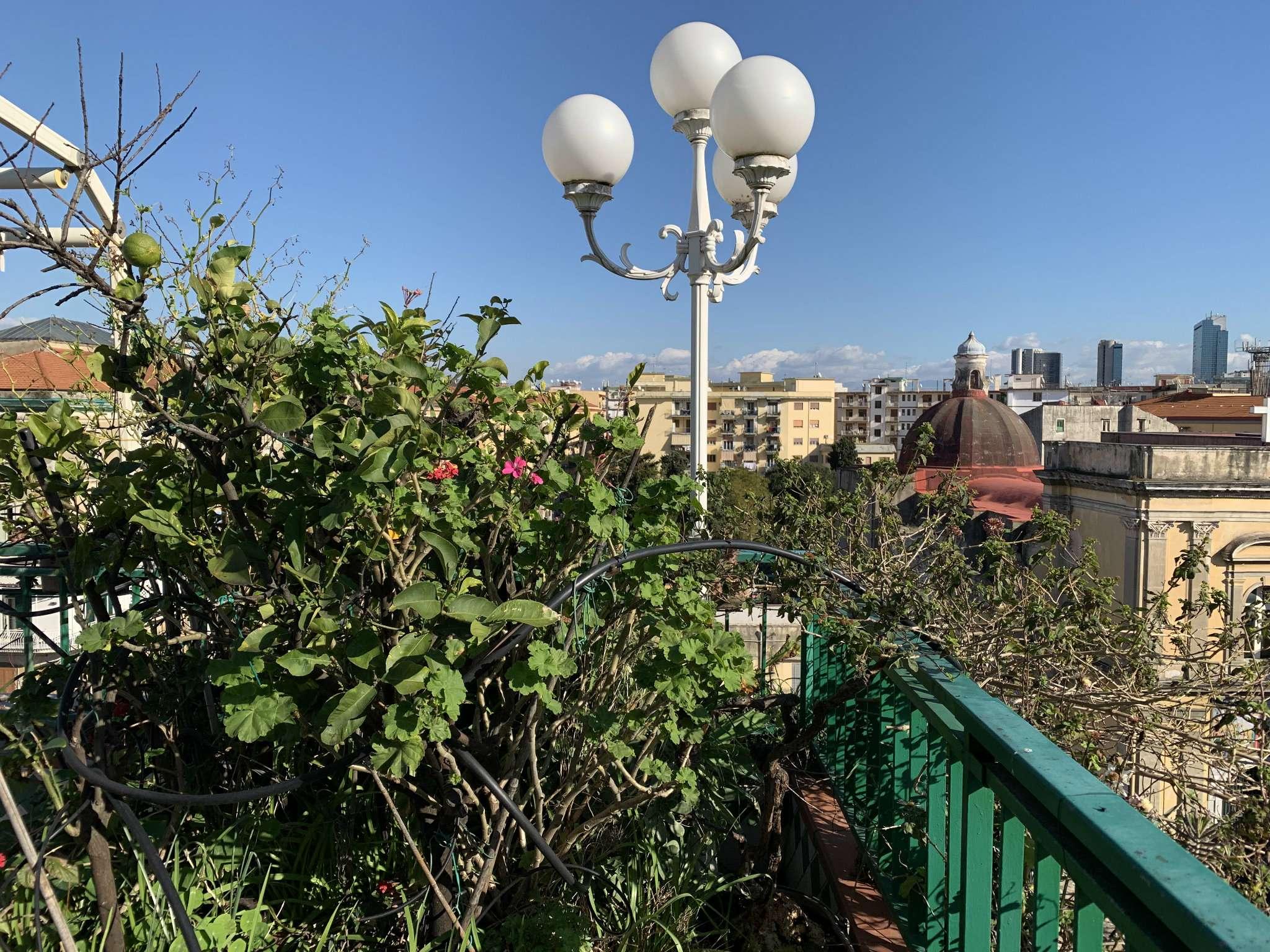 Appartamento in vendita 5 vani 130 mq.   Napoli