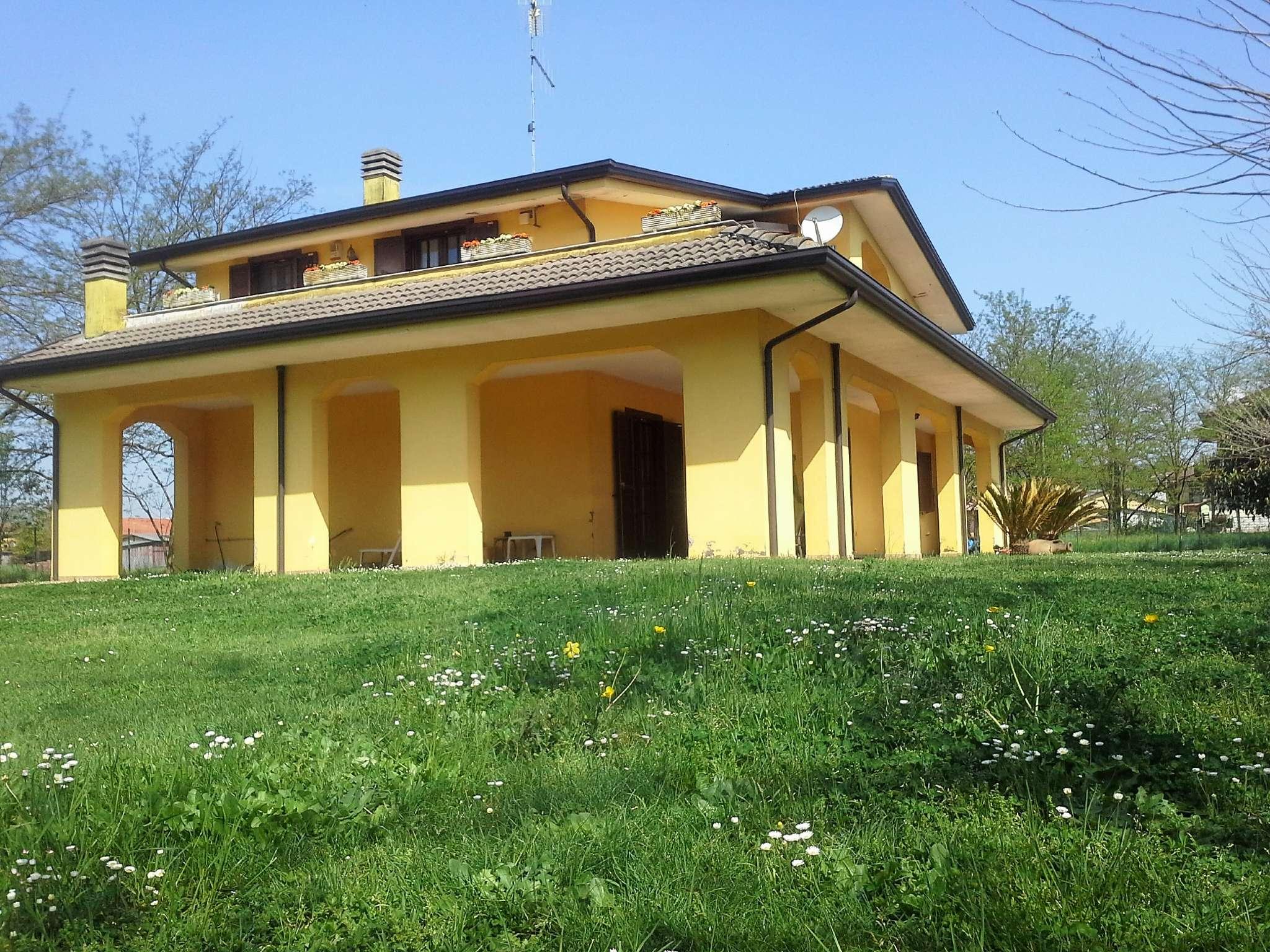 Villa in vendita a Frosinone, 9999 locali, prezzo € 250.000   CambioCasa.it