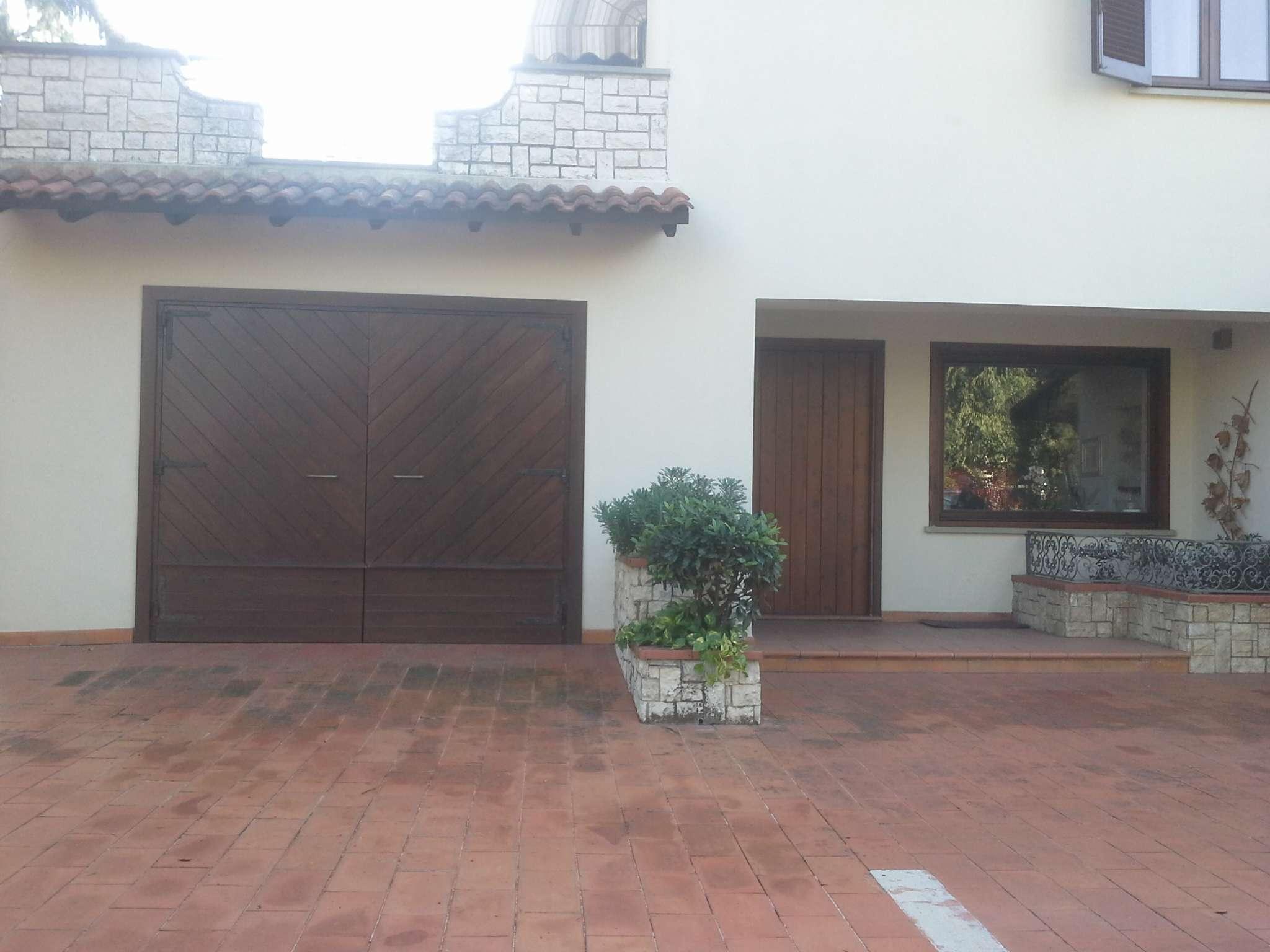 Villa in vendita a Frosinone, 9999 locali, prezzo € 550.000   CambioCasa.it