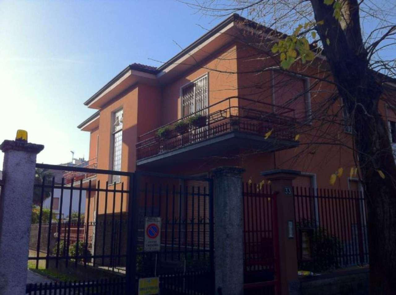 Villa in vendita a Cusano Milanino, 10 locali, prezzo € 580.000 | Cambio Casa.it
