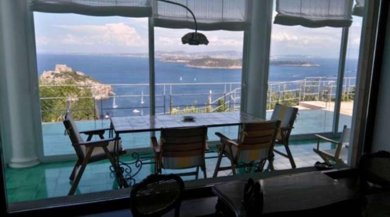 Villa in vendita a Ischia, 4 locali, Trattative riservate | CambioCasa.it