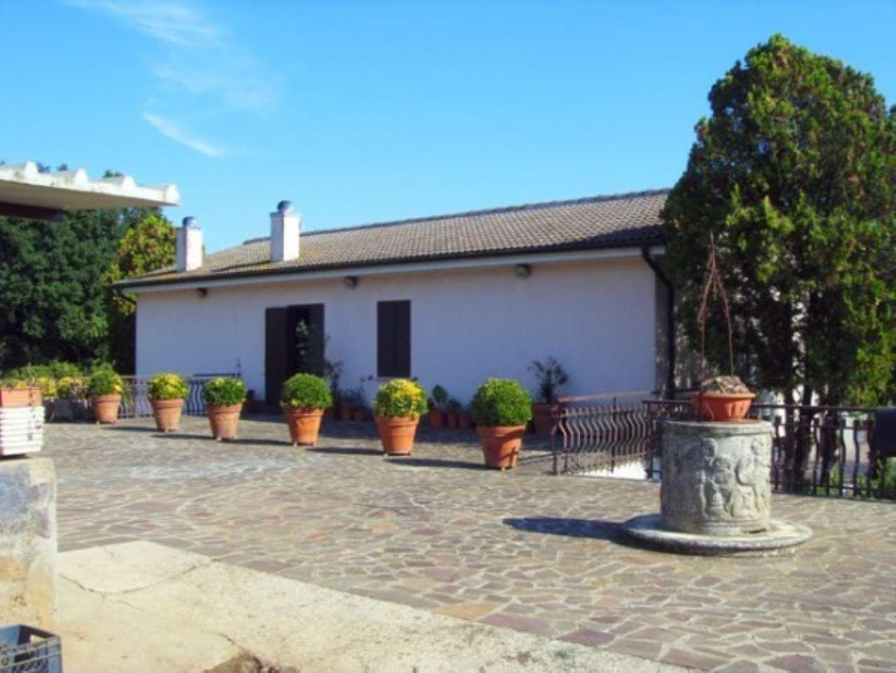 Villa in vendita a Nepi, 3 locali, prezzo € 420.000 | CambioCasa.it