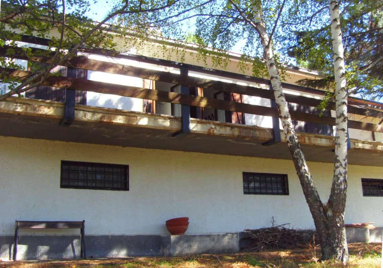 Villa in vendita a Rocca di Mezzo, 6 locali, prezzo € 270.000   CambioCasa.it