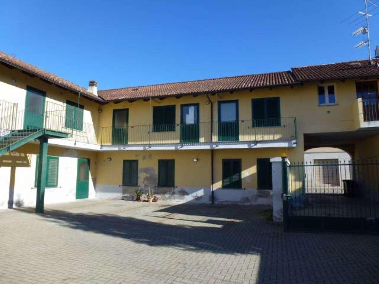 Appartamento in vendita a Prarolo, 4 locali, prezzo € 45.000 | CambioCasa.it