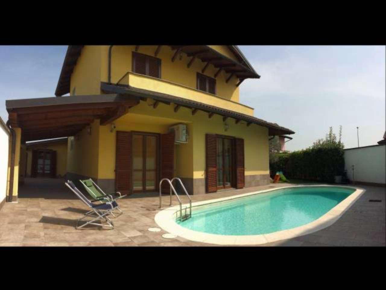 Villa in vendita a Vercelli, 5 locali, prezzo € 330.000 | CambioCasa.it