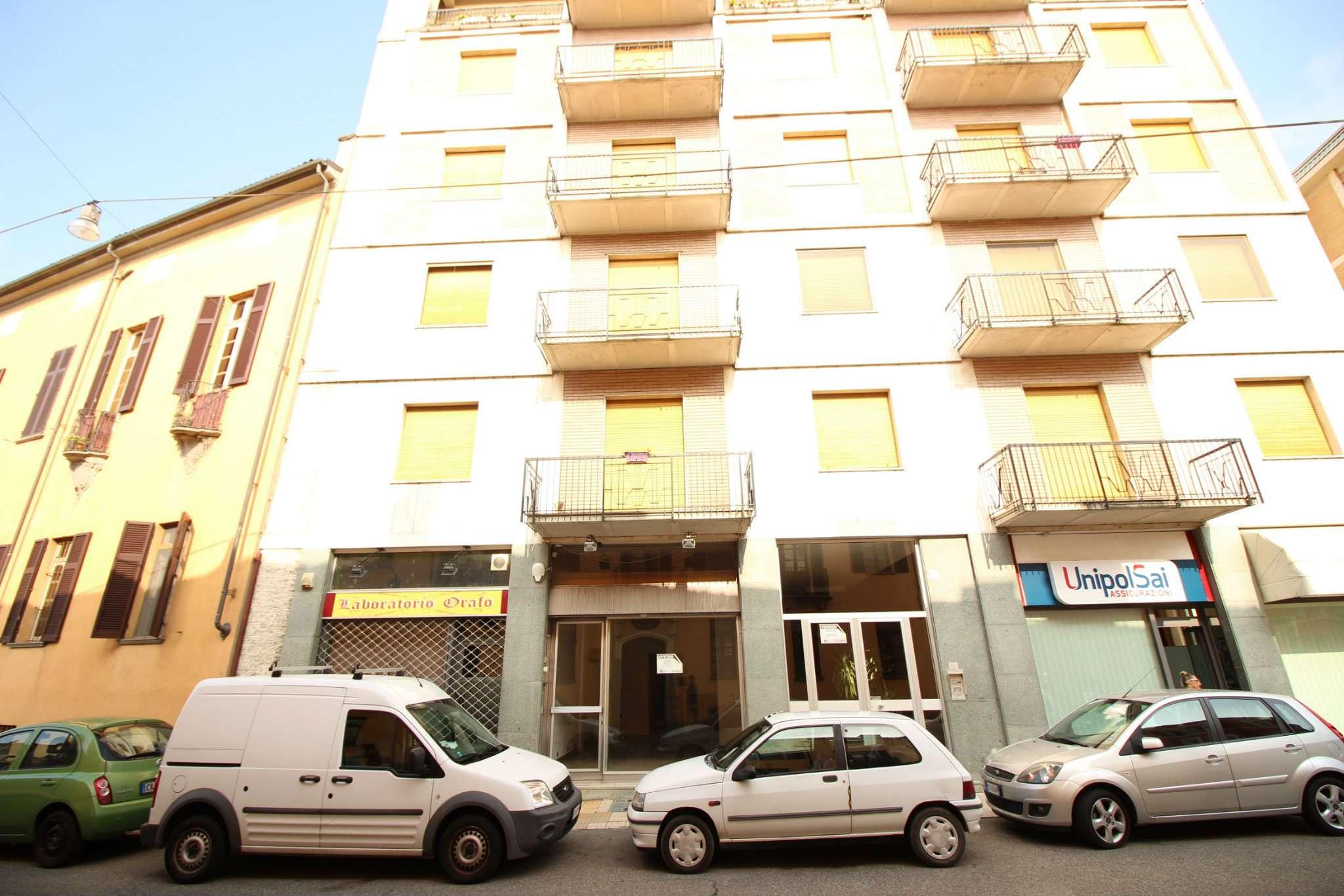 Negozio / Locale in affitto a Vercelli, 2 locali, prezzo € 450 | Cambio Casa.it