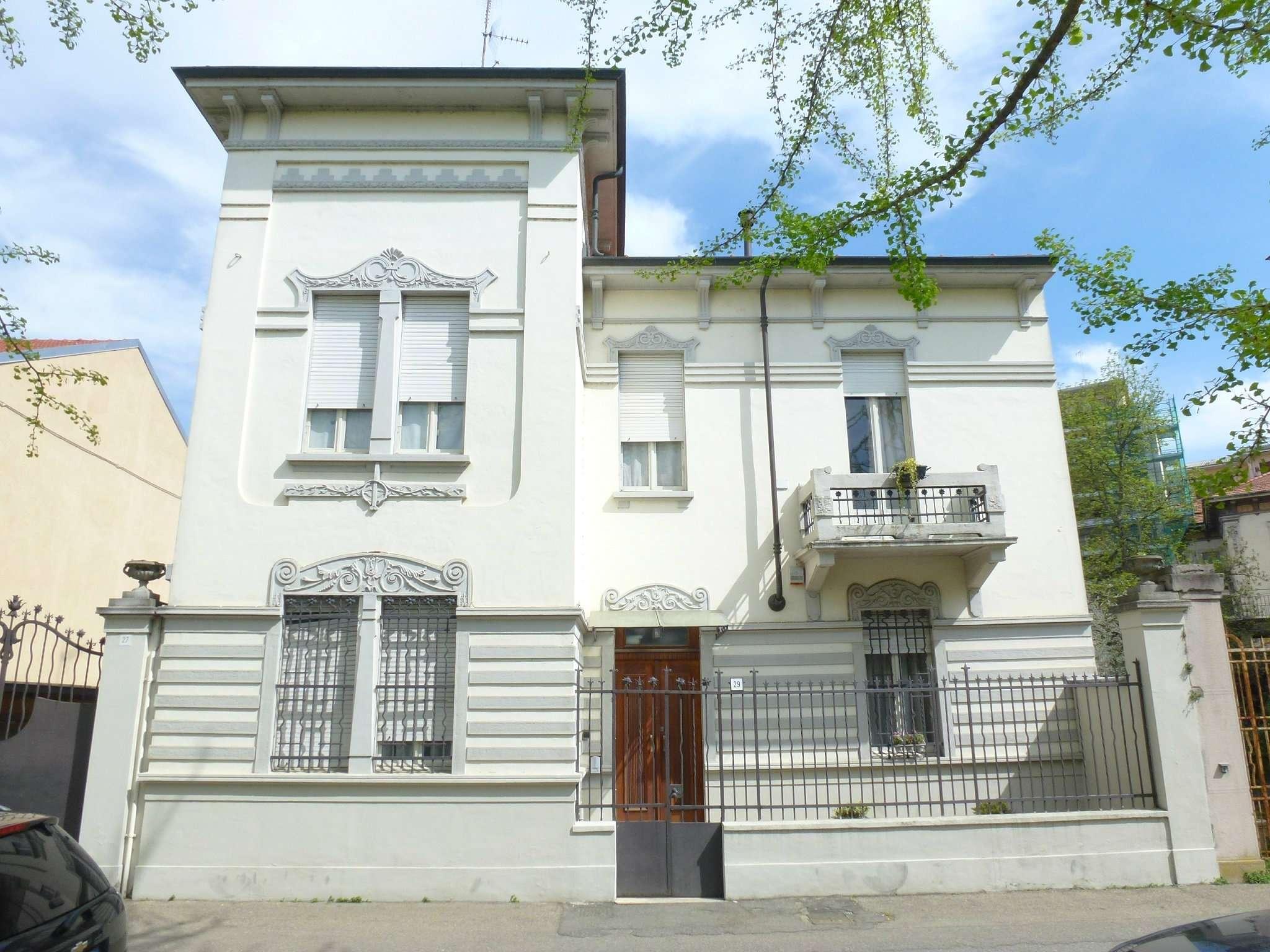 Villa in vendita a Vercelli, 10 locali, Trattative riservate | CambioCasa.it