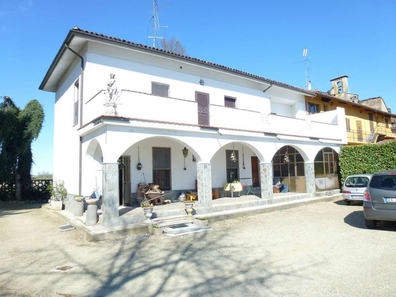 Rustico / Casale in vendita a Pezzana, 5 locali, prezzo € 220.000 | CambioCasa.it
