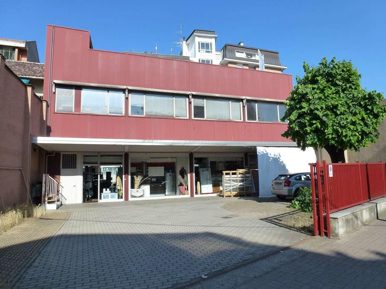 Immobile Commerciale in affitto a Vercelli, 9999 locali, prezzo € 990 | CambioCasa.it