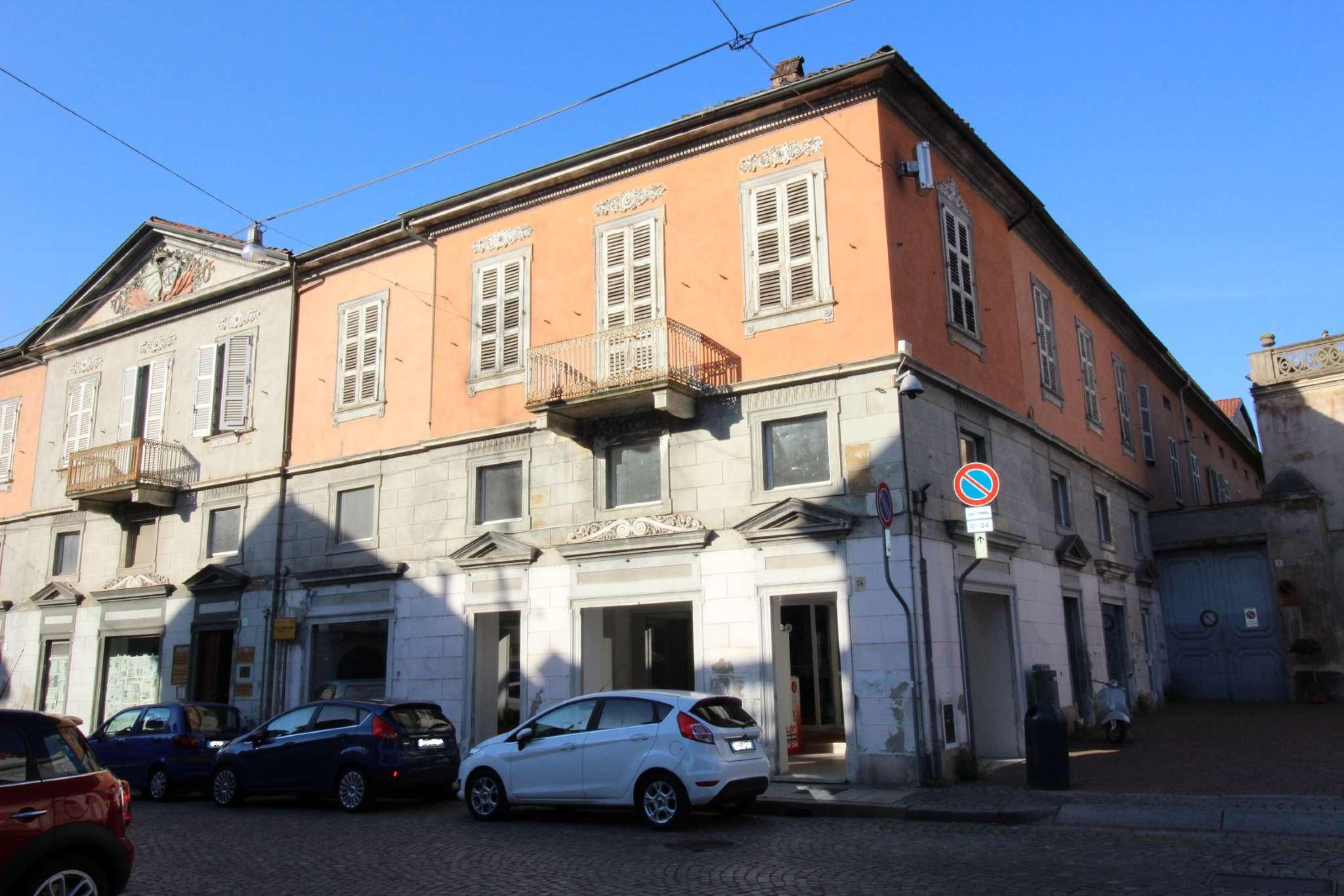 Appartamento in vendita a Vercelli, 10 locali, prezzo € 165.000   CambioCasa.it