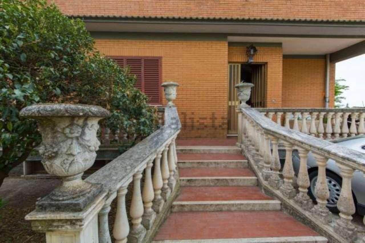 Villa in vendita a Albano Laziale, 5 locali, prezzo € 430.000 | CambioCasa.it