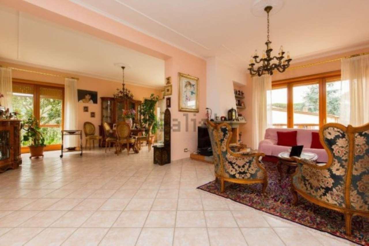 Villa in vendita a Genzano di Roma, 11 locali, prezzo € 410.000 | Cambio Casa.it