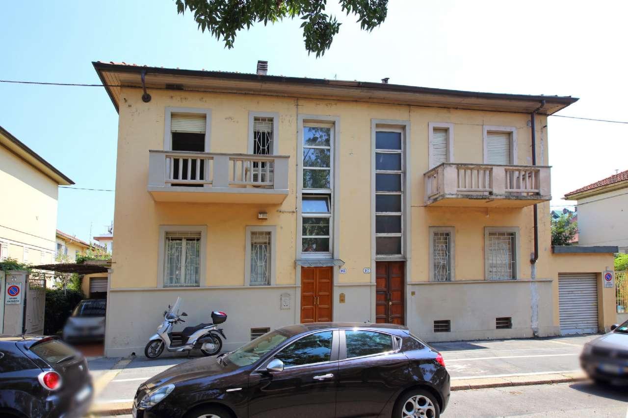 Foto 1 di Villa a Schiera corso AGNELLI, Torino (zona Santa Rita)