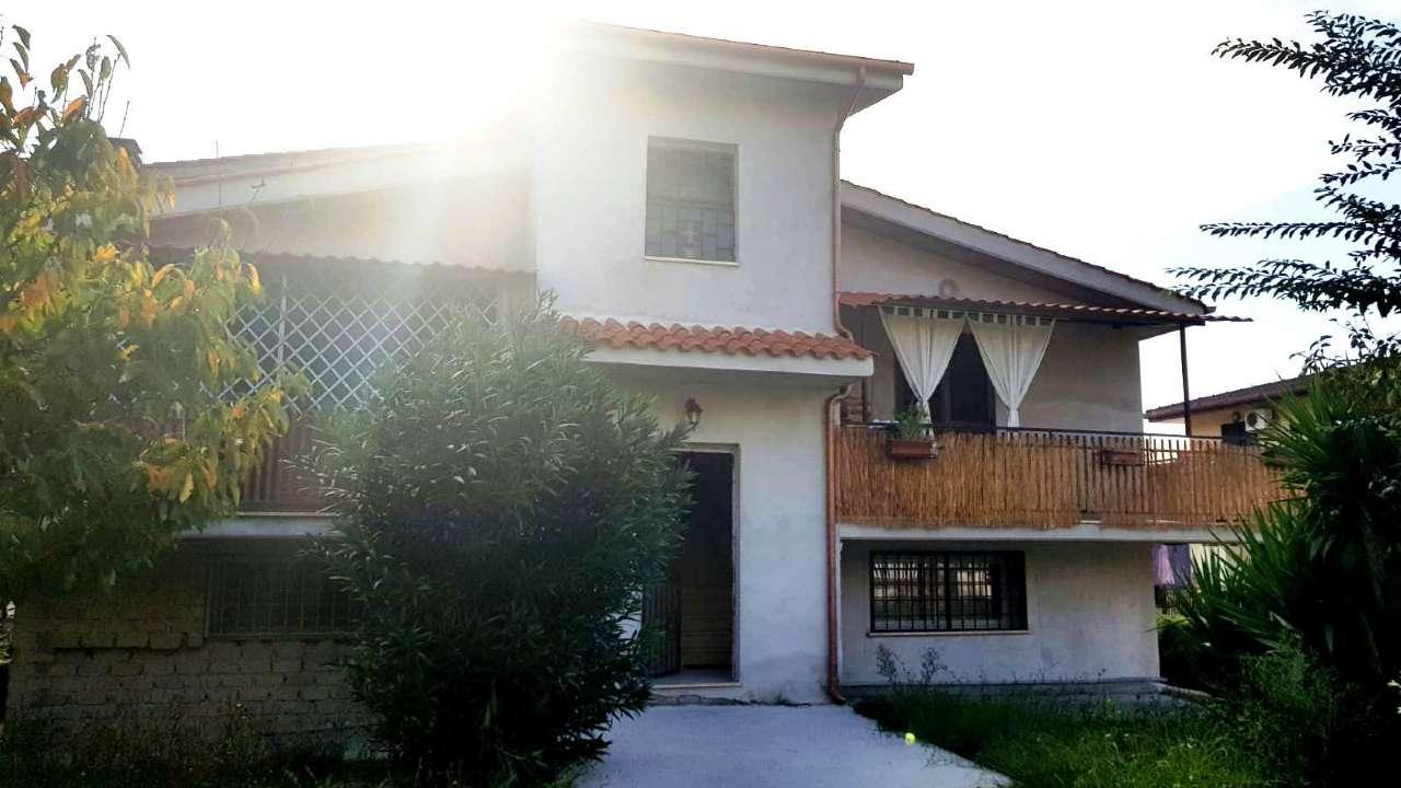 Appartamento in vendita 4 vani 139 mq.  via Bollengo Roma