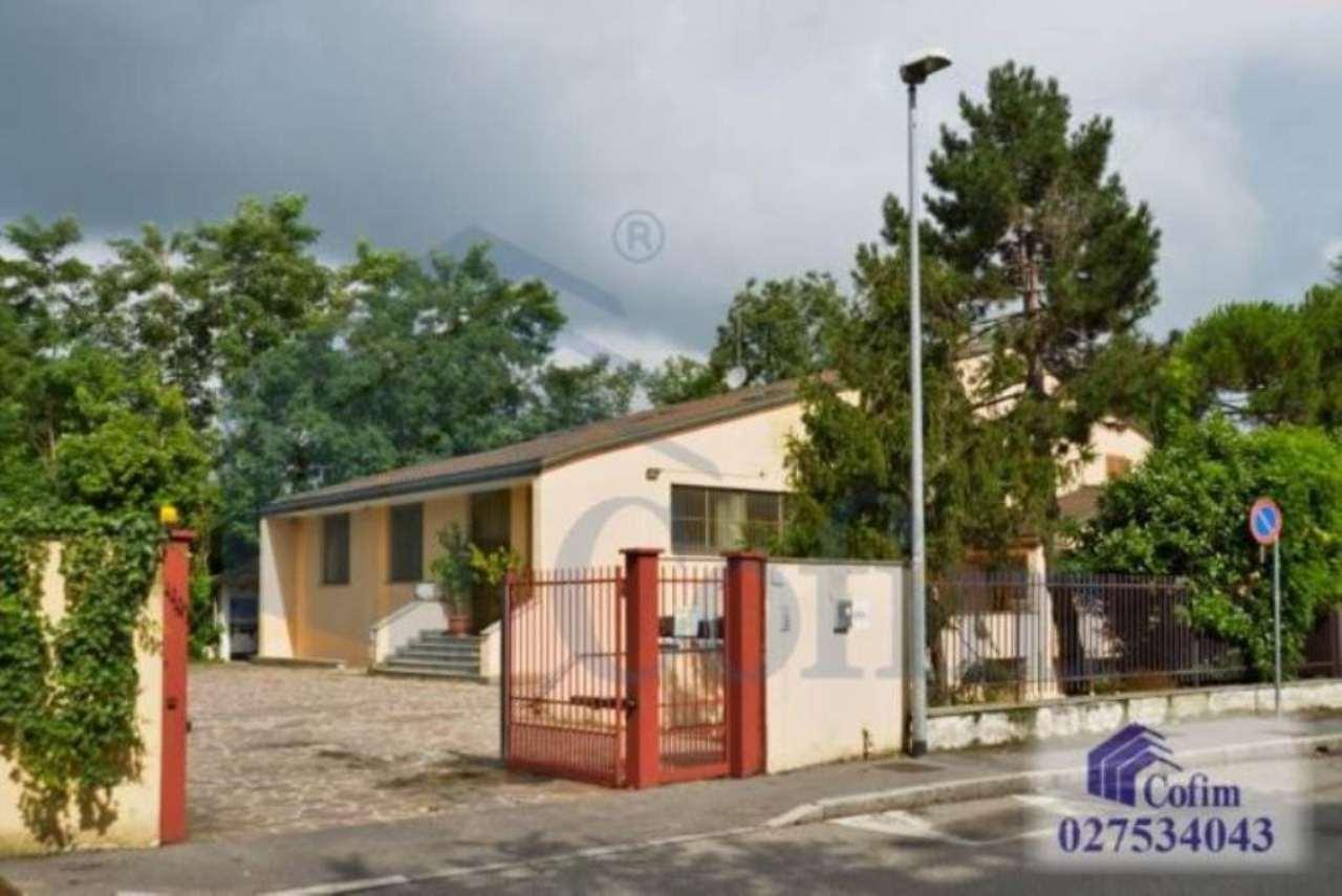 Immobile Commerciale in affitto a Vimodrone, 2 locali, prezzo € 4.000 | CambioCasa.it